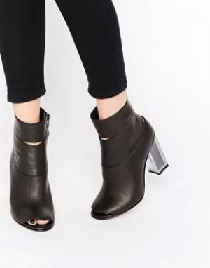 Miista Ботильоны на каблуке с открытым носком. Цвет: черный