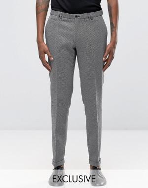 Noak Монохромные фактурные зауженные брюки с отворотами. Цвет: черный