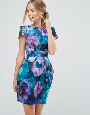 Closet London Платье-футляр с короткими рукавами и цветочным принтом. Цвет: мульти