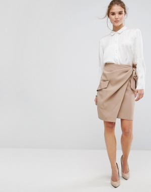Closet London Плиссированная юбка с запахом и завязкой на поясе. Цвет: бежевый