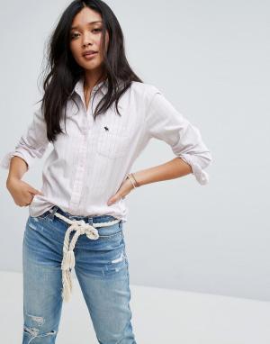 Abercrombie & Fitch Приталенная оксфордская рубашка. Цвет: розовый