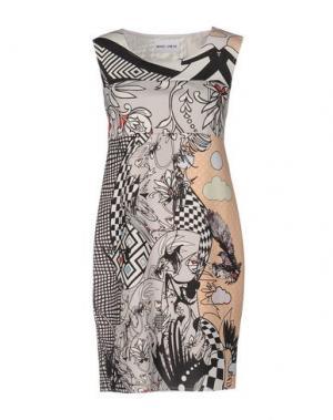 Короткое платье BRAND UNIQUE. Цвет: светло-серый
