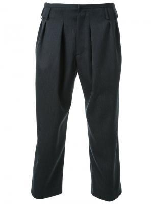 Укороченные брюки Fad Three. Цвет: серый