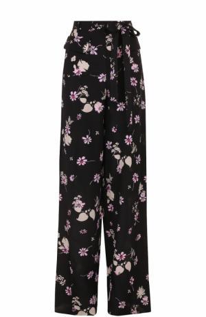 Шелковое широкие брюки с принтом Valentino. Цвет: черный