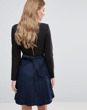 Closet London Платье с фактурной юбкой и завязкой на спине. Цвет: темно-синий