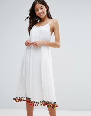 Anmol Пляжное платье макси с отделкой помпонами. Цвет: белый
