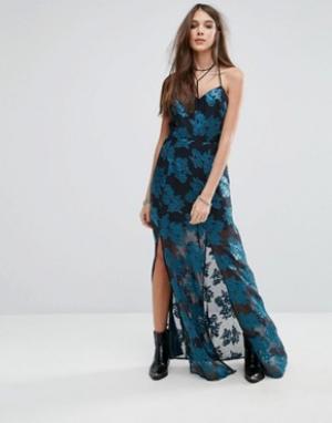 Lovers + Friends Платье макси с цветочным принтом и разрезом. Цвет: мульти