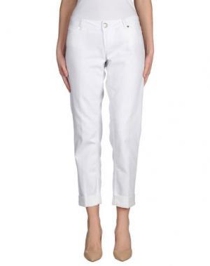 Джинсовые брюки KITON. Цвет: белый