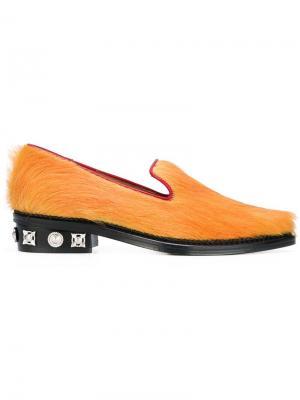 Слиперы с заклепками на каблуке Toga Pulla. Цвет: жёлтый и оранжевый