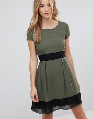 Wal G Короткое приталенное платье. Цвет: зеленый