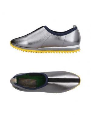Низкие кеды и кроссовки JUDARI. Цвет: серебристый