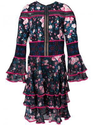 Платье с оборками и цветочным принтом Tadashi Shoji. Цвет: синий