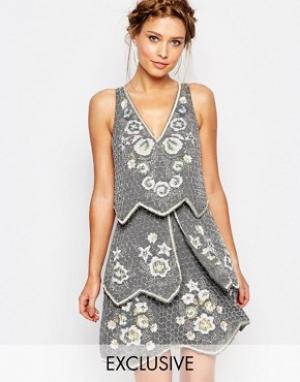 Frock and Frill Декорированное многоярусное платье. Цвет: серый