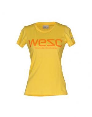 Футболка WESC. Цвет: желтый