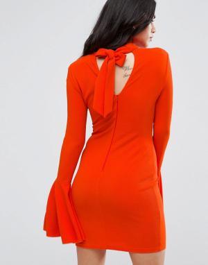 AX Paris Платье миди с открытой спиной и расклешенными рукавами. Цвет: оранжевый