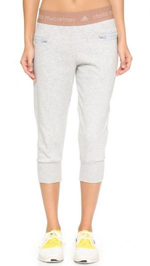 Спортивные брюки Essential длиной три четверти adidas by Stella McCartney. Цвет: жемчужно-серый меланж