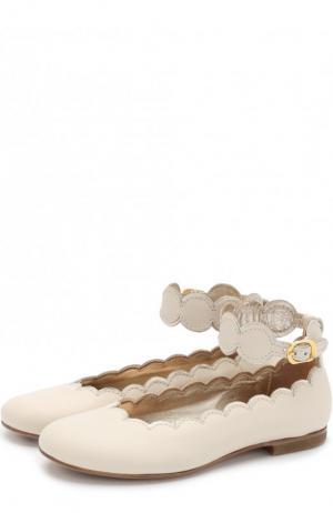 Кожаные балетки с фигурным вырезом и ремешком на щиколотке Gallucci. Цвет: бежевый