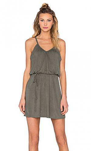 Плиссированное платье ками Bella Luxx. Цвет: оливковый