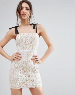PrettyLittleThing Облегающее кружевное платье. Цвет: белый