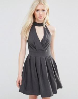Wal G Короткое приталенное платье с отделкой горловины. Цвет: серый
