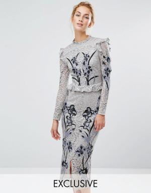 Hope and Ivy Кружевное платье миди с вышивкой &. Цвет: серый