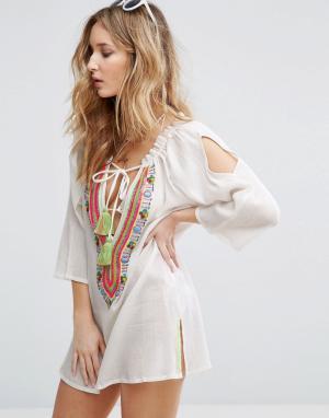 Liquorish Пляжное платье с отделкой. Цвет: белый