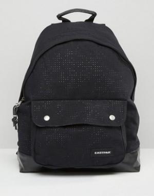 Eastpak Черный рюкзак с перфорацией PakR. Цвет: черный