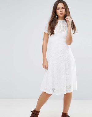 Goldie Кружевное расклешенное платье миди с подкладкой-комбинацией Rom. Цвет: кремовый