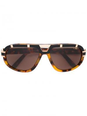 Солнцезащитные очки в черепаховой оправе Cazal. Цвет: коричневый