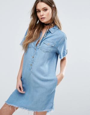 BLANK NYC Асимметричное джинсовое платье с необработанным краем. Цвет: синий