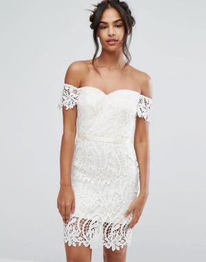 Chi London Кружевное платье-бандо миди с вырезом в форме сердца. Цвет: белый