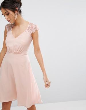 Elise Ryan Платье миди с V-образным вырезом и кружевными рукавами. Цвет: розовый