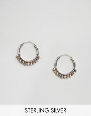 Fashionology Серебряные серьги-кольца с шариками. Цвет: серебряный