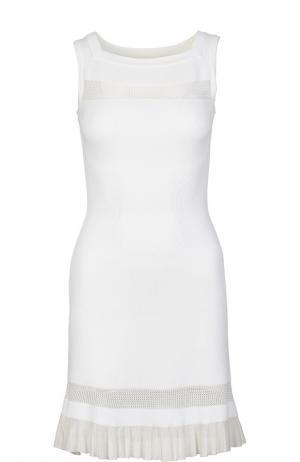 Приталенное платье без рукавов с оборкой Alaia. Цвет: белый