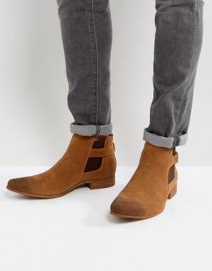 ASOS Светло-коричневые ботинки челси из искусственной замши с ремешком. Цвет: рыжий