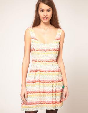 ASOS Короткое приталенное платье с пайетками. Цвет: мульти