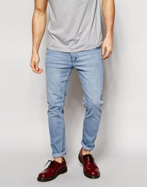 Cheap Monday Голубые зауженные джинсы из стираного денима. Цвет: синий