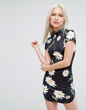 AX Paris Платье с короткими рукавами и цветочным принтом. Цвет: мульти