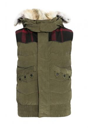 Велюровый пуховой жилет с капюшоном и мехом койота 152461 Nobis. Цвет: зеленый