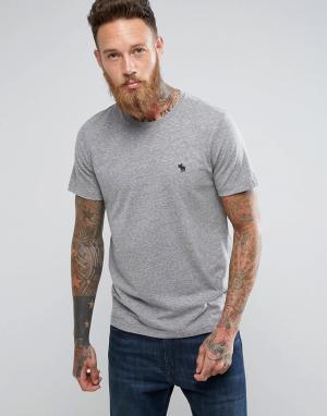 Abercrombie & Fitch Серая футболка узкого кроя с круглым вырезом и логотипом. Цвет: серый