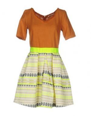 Короткое платье NIOI. Цвет: оранжевый