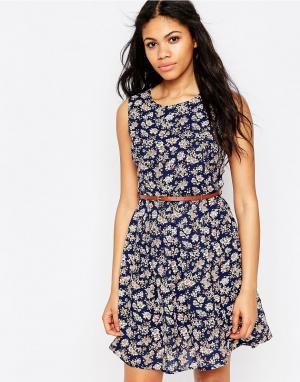 Iska Платье с цветочным принтом и поясом. Цвет: темно-синий