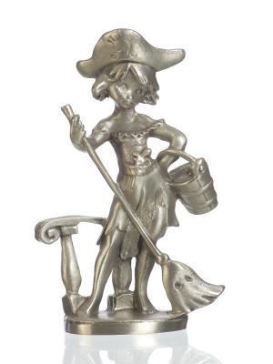 Статуэтка Пиратка  с метлой Eagle Pewter. Цвет: серебристый