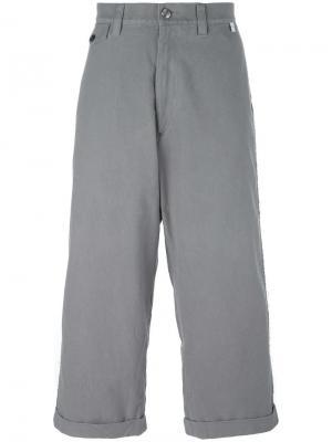 Укороченные широкие брюки Facetasm. Цвет: серый