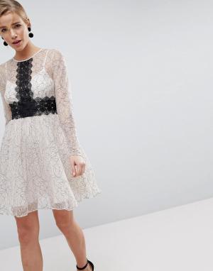 ASOS Приталенное платье мини с длинными рукавами и кружевными вставками ASO. Цвет: мульти