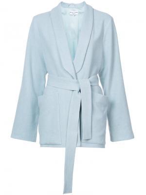 Пиджак с лацканами-шалькой и поясом Apiece Apart. Цвет: синий