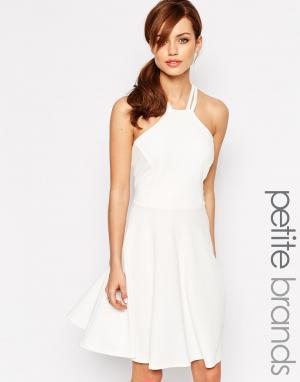 Lipstick Boutique Petite Короткое приталенное платье. Цвет: белый