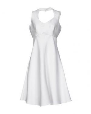 Платье до колена MALAICA. Цвет: белый