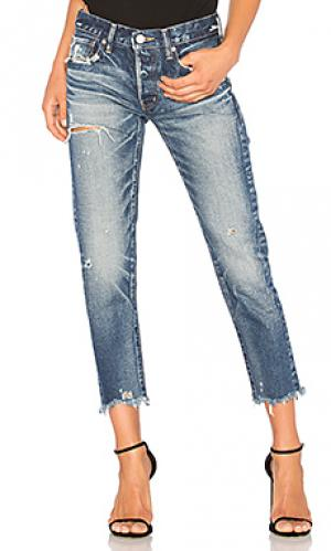 Зауженные джинсы kelley Moussy. Цвет: none