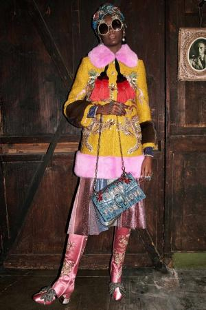 Шерстяное пальто с отделкой из меха норки Gucci. Цвет: желтый